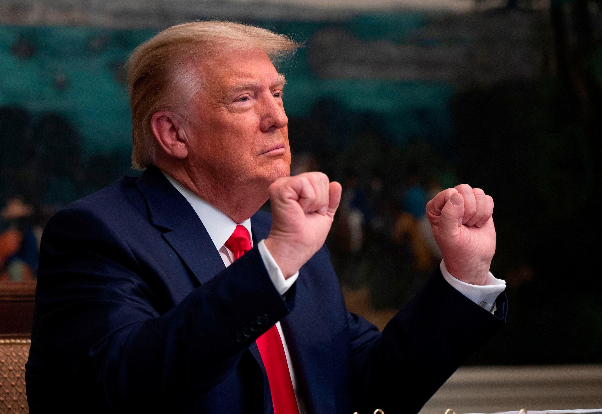 Trump shuns 'ex-presidents club'