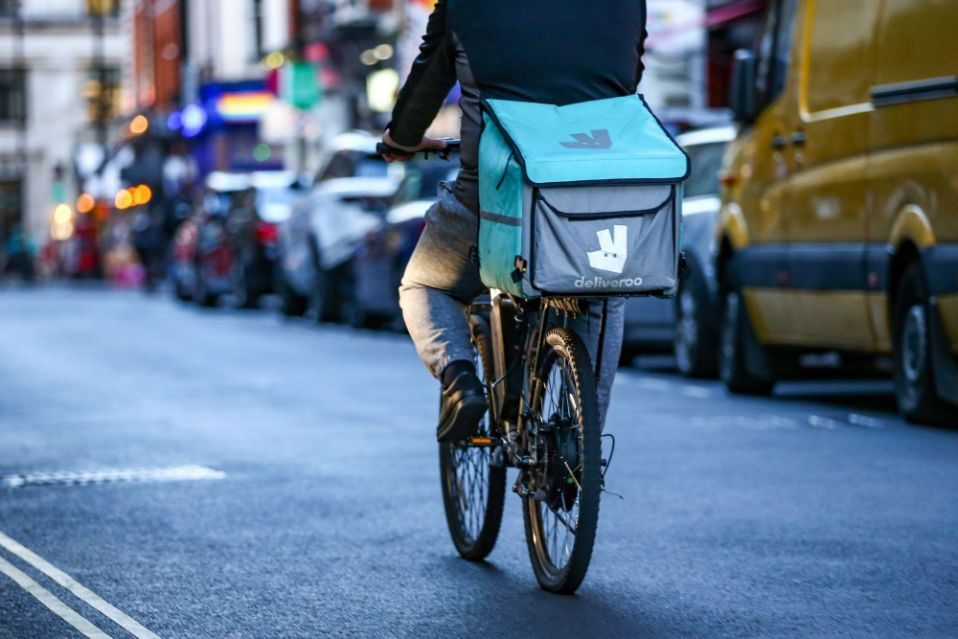 Deliveroo Sinks 31% in Setback to London Effort to Lure IPOs