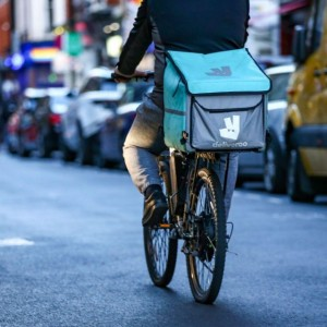 deliveroo-sinks-31-percent-in-setback-to-london-effort-to-lure-ipos