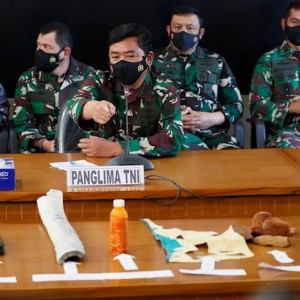 missing-submarine-likely-sunk-says-indonesia-navy-after-items-found