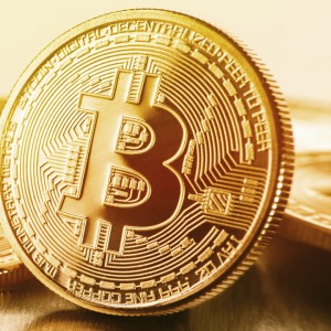 bitcoin-whipsaws-investors-with-same-day-plunge-rally-of-30-percent