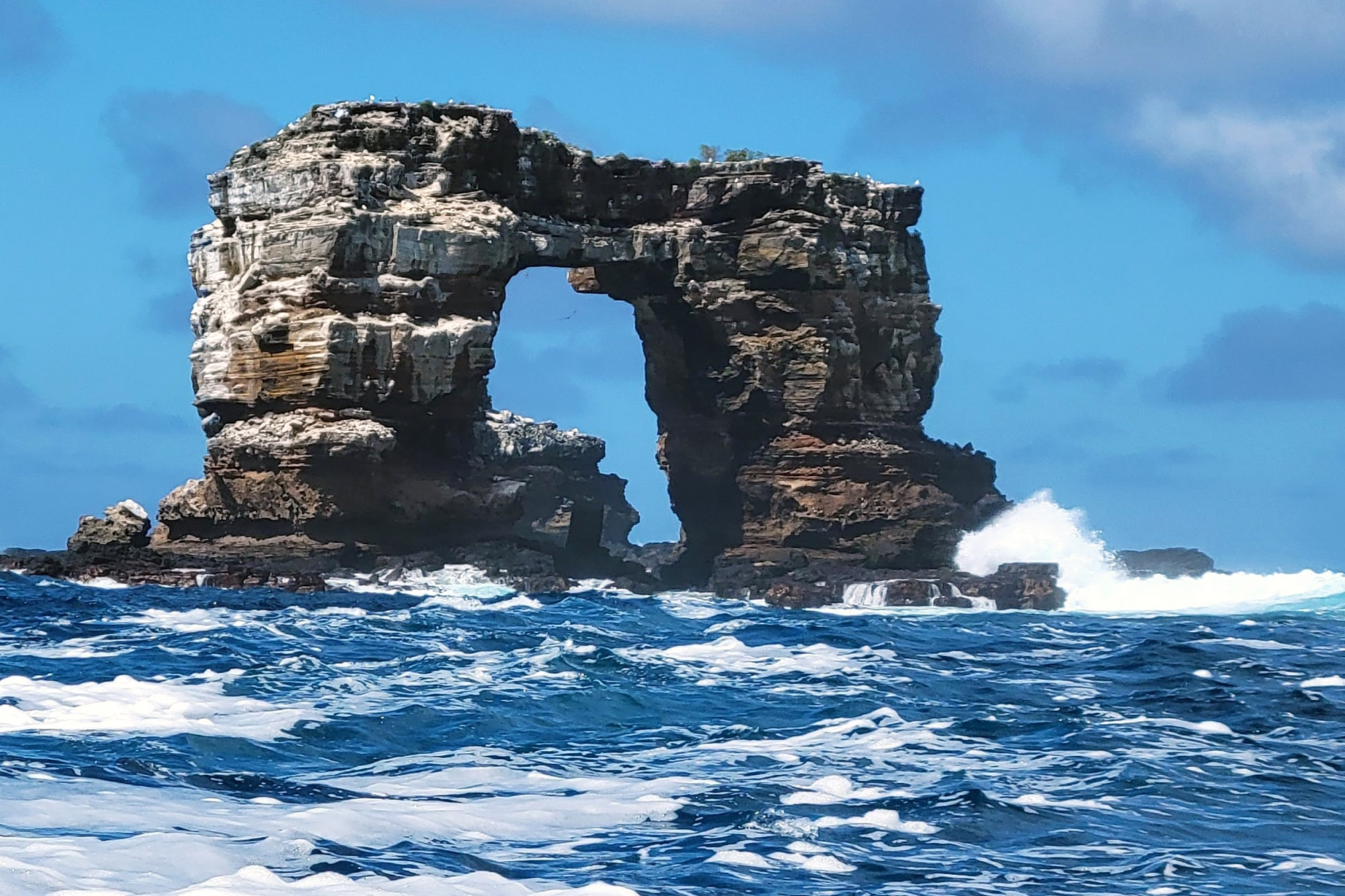 Famed Darwin's Arch in Galapagos takes new shape