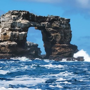 famed-darwins-arch-in-galapagos-takes-new-shape