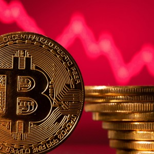 crypto-hedge-funds-buy-the-dip-in-bitcoins-week-of-reckoning