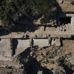 search-ancient-roman-bath-complex-discovered-on-beach-in-southern-spain