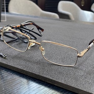 stephen-hawkings-glasses-and-wheelchair-among-items-to-be-displayed-at-londons-science-museum