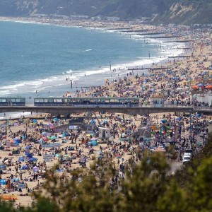 britons-pack-beaches-and-parks-as-bank-holiday-set-to-bring-hottest-day-of-the-year-so-far