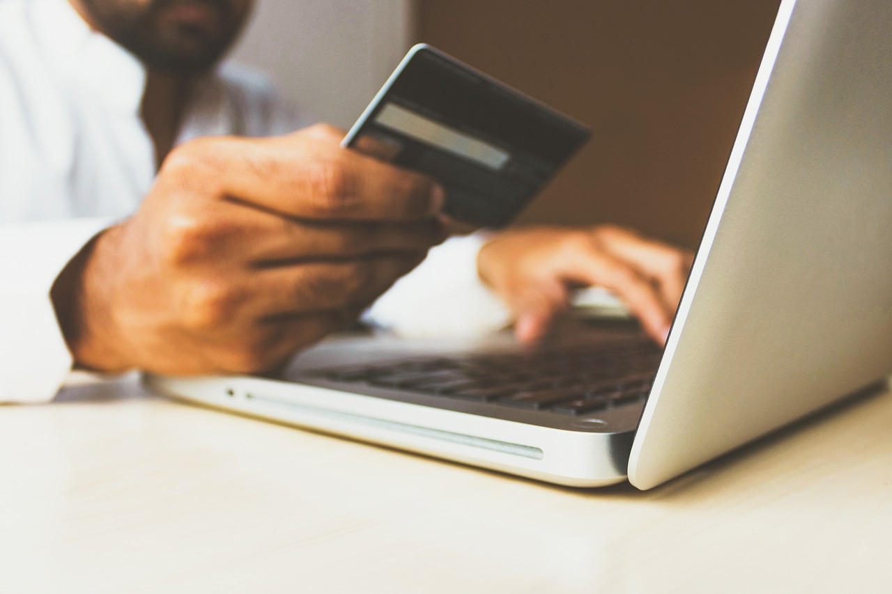 Pay-Off Your Credit Card Debt With This Four Strategies