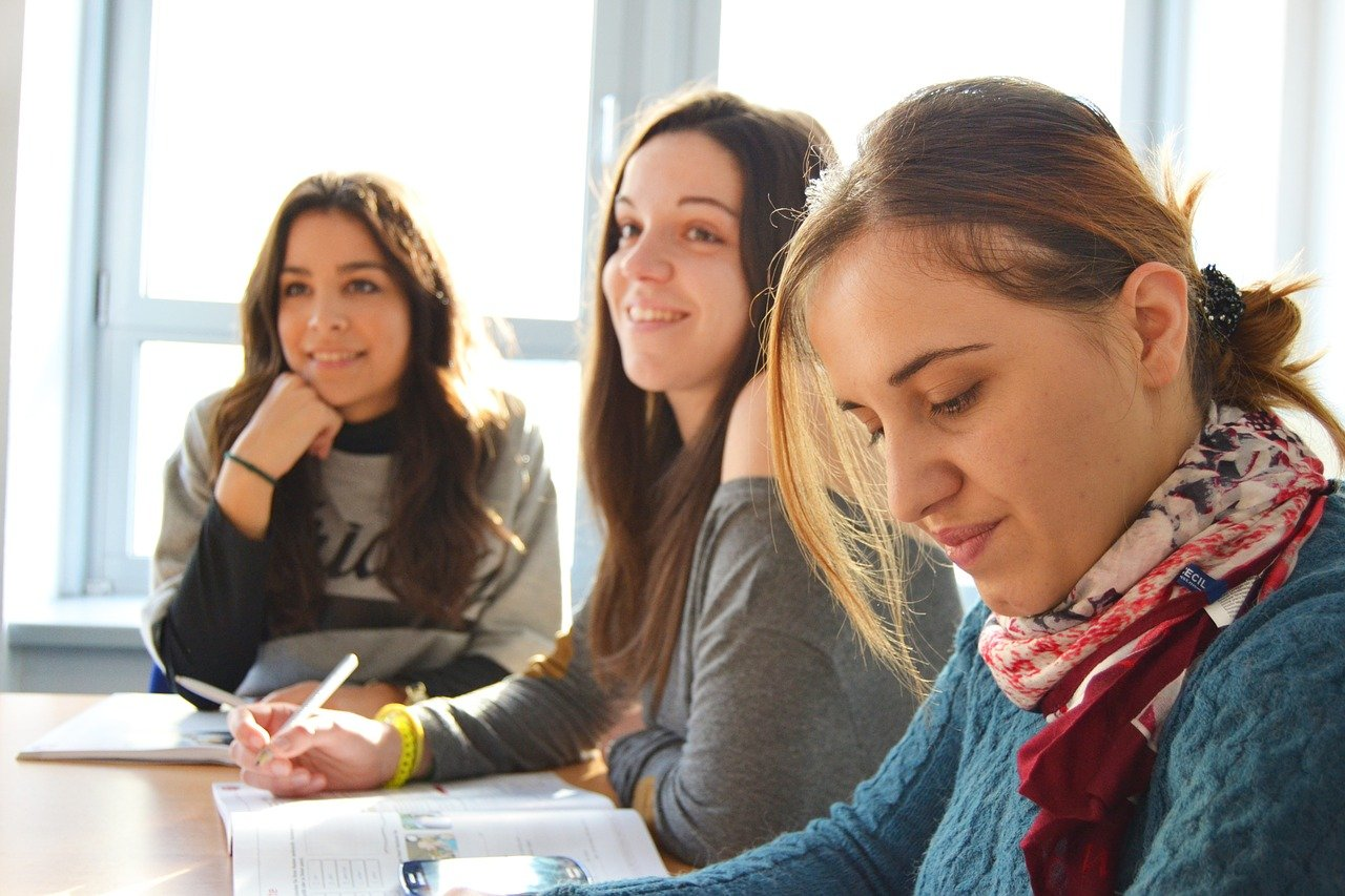 Using Loan To Fund College Education Tactfully