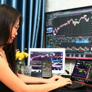 cathie-wood-wall-streets-hottest-investor-bets-on-a-handful-of-disruptive-stocks