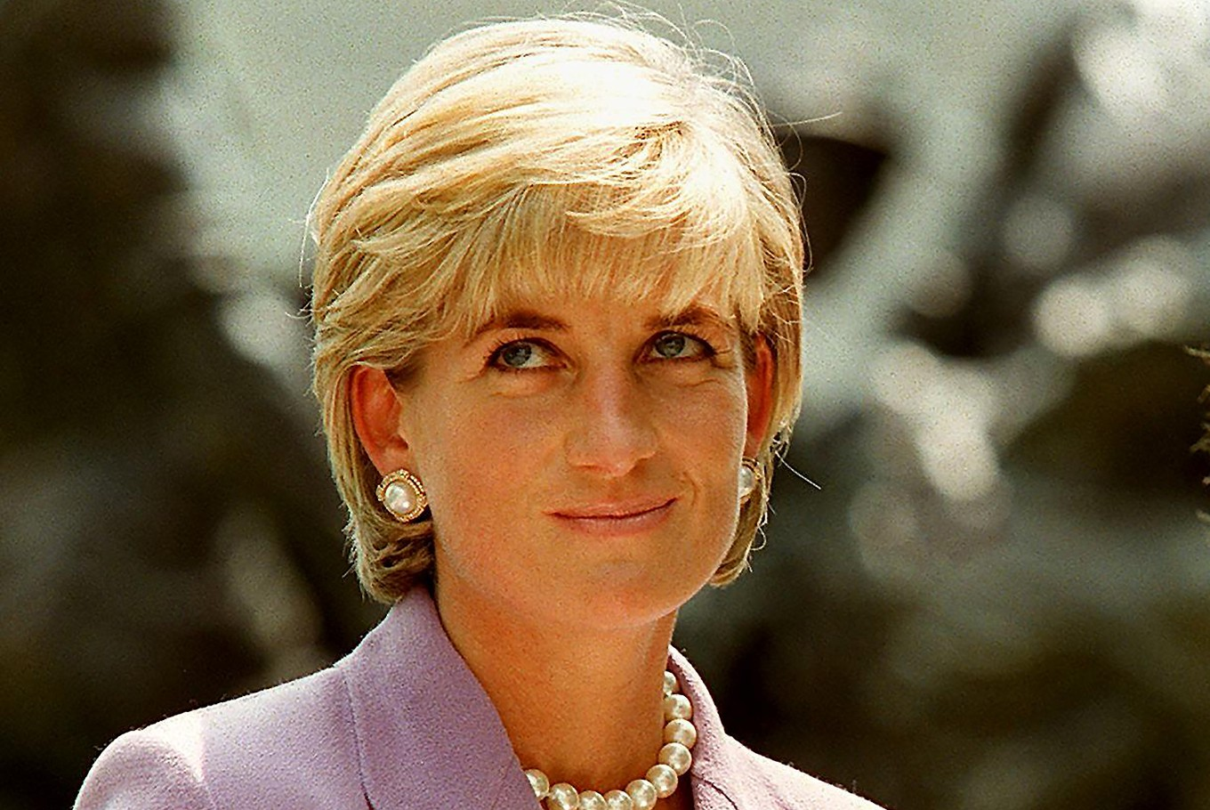Princess Diana: Honoured With Blue Plaque At Former London Flat