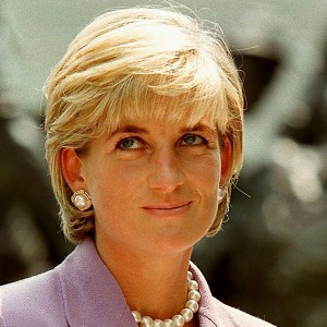 princess-diana-honoured-with-blue-plaque-at-former-london-flat
